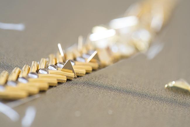 三角 パーツ 刺繍