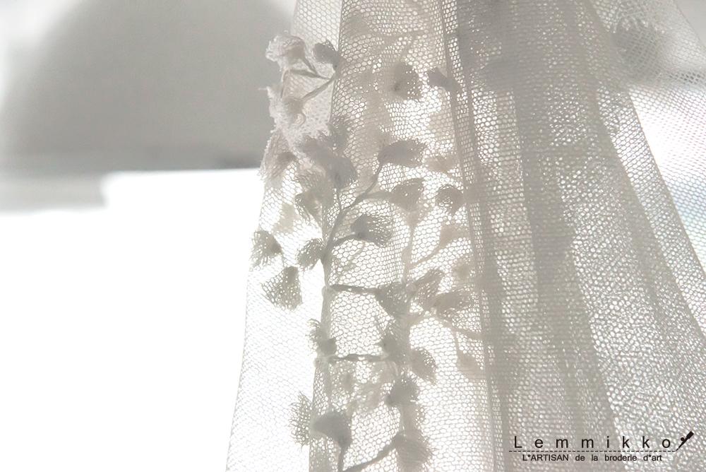 ウエディングのチュールに刺繍