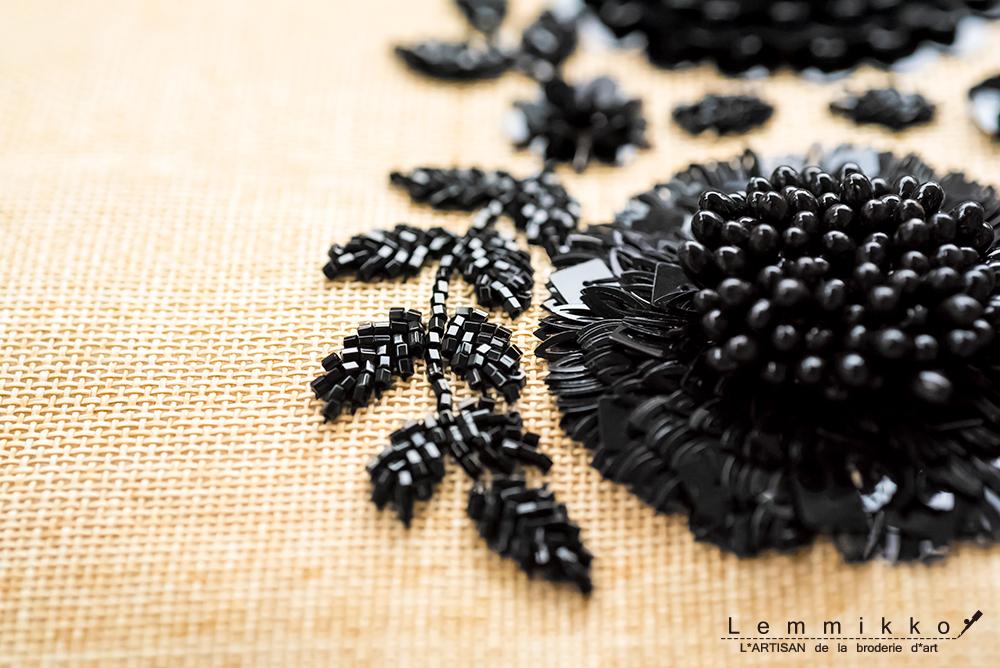 夏用の黒色刺繍バッグ