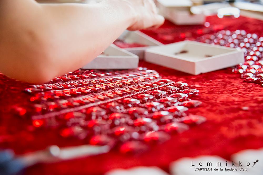 赤いビーズ刺繍