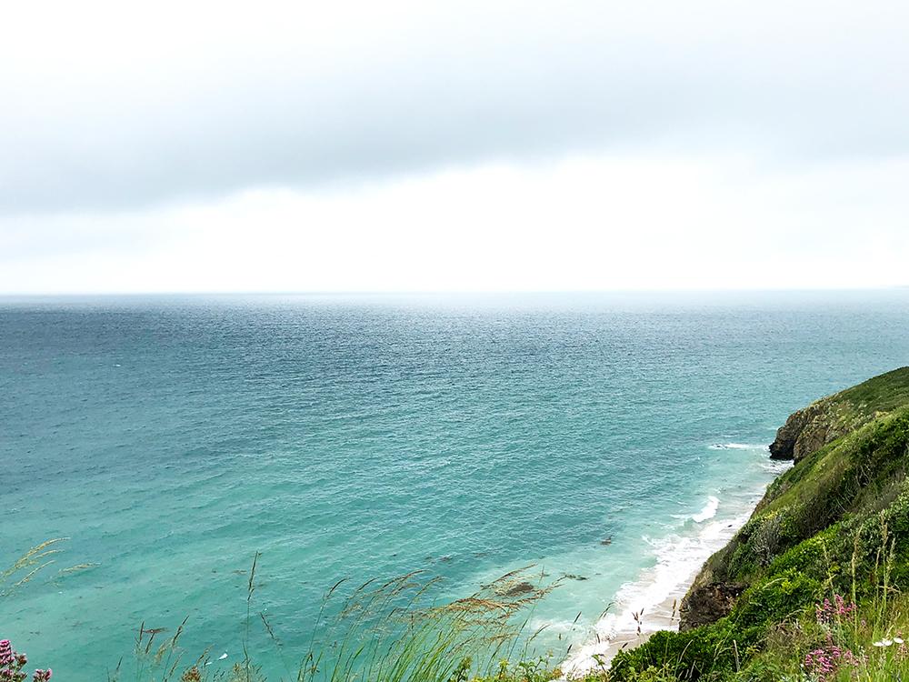 ディオールの庭から眺めた海