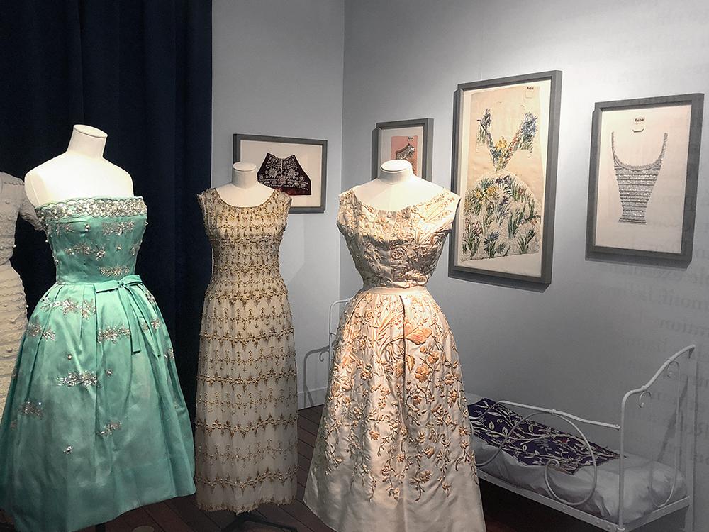 ディオールの有名な刺繍のドレス