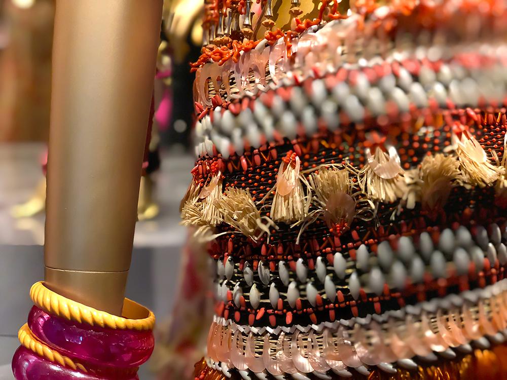 サンローランの貝が使われた刺繍
