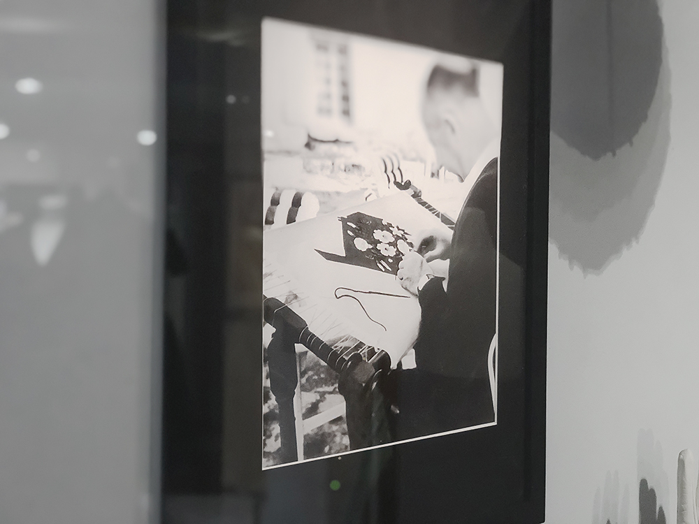 ディオールが刺繍している写真