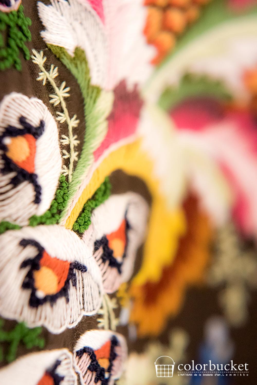 西洋宮廷衣装の花柄の刺繍