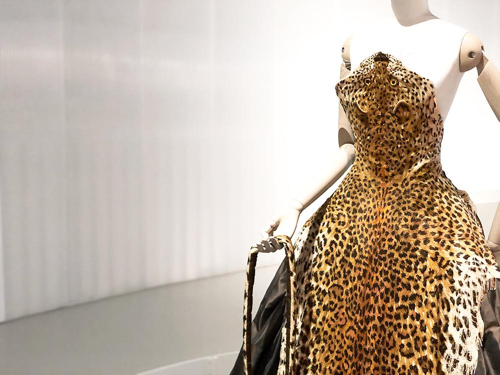 ゴルチエのビーズで作った虎の剥製モチーフ