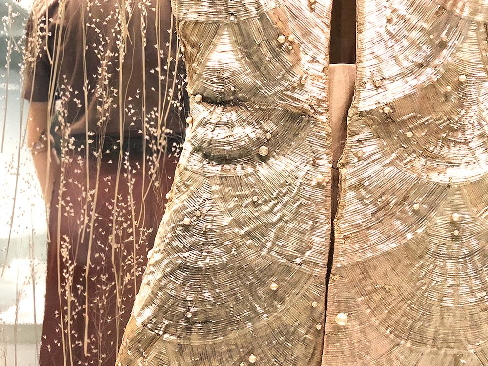 セルロースの刺繍ドレス
