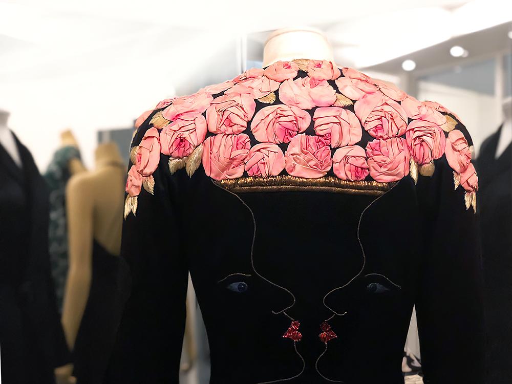 スキャッパレリの代表的なバラのドレス