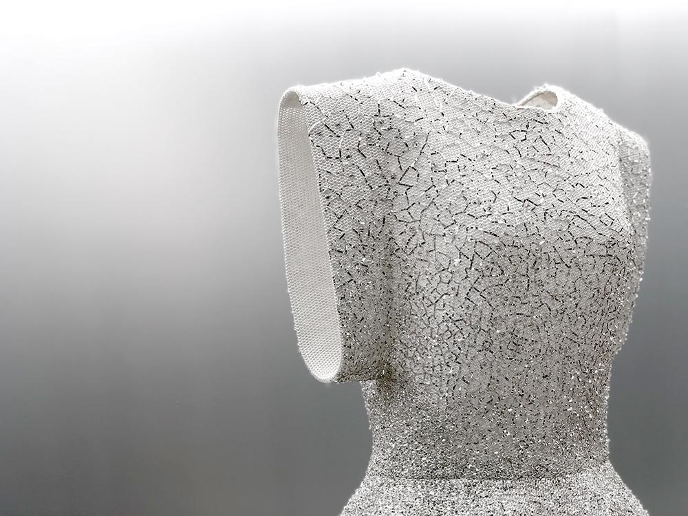 アライアのシンプルなオートクチュール刺繍