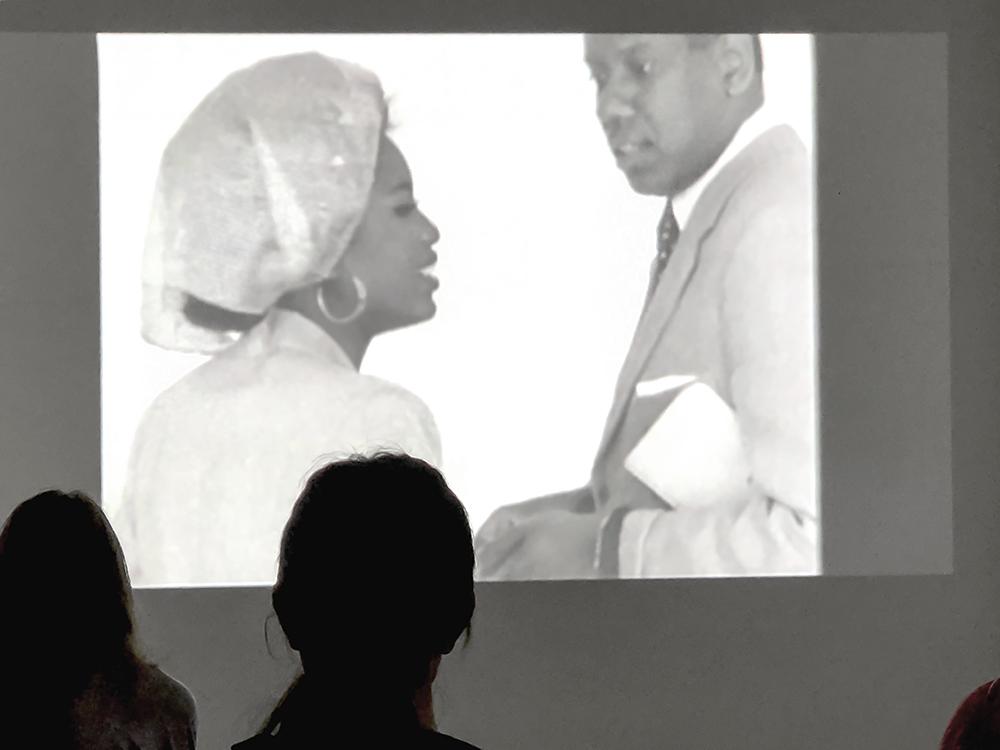 ロンドンデザインミュージアム内のアライアのフィルム