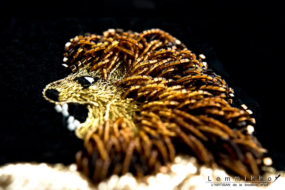 リアルなライオンのビーズ刺繍
