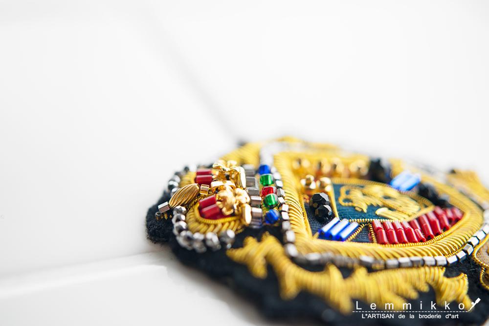 リュネビル刺繍のブローチ