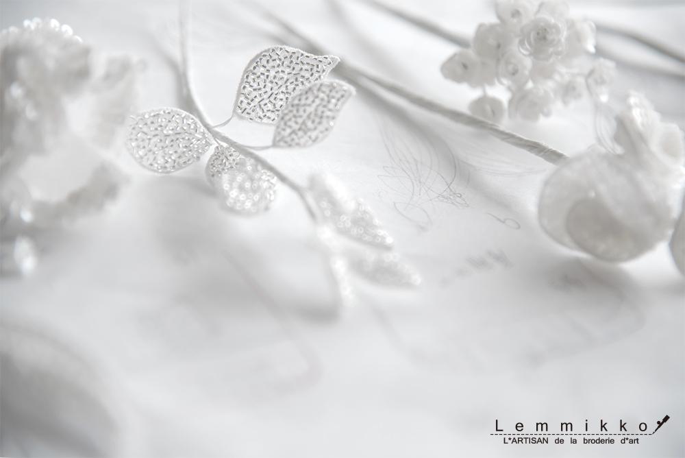 お花のコサージュの刺繍