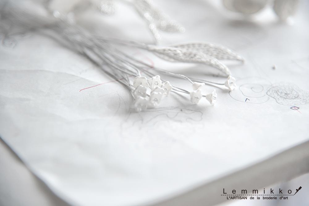 リュネビル刺繍でコサージュの作り方