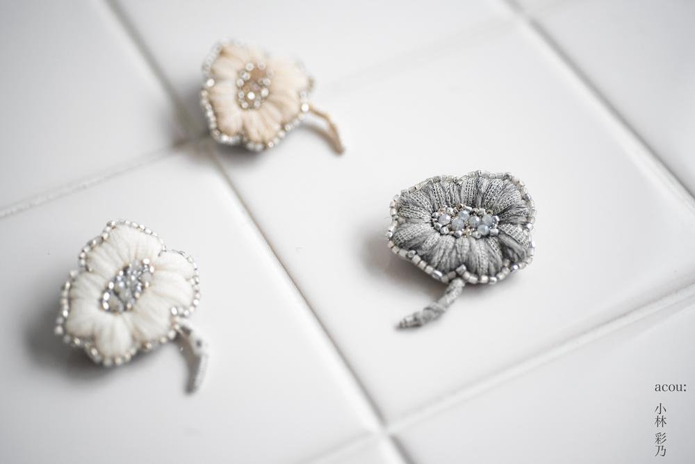 小林彩乃刺繍のブローチ