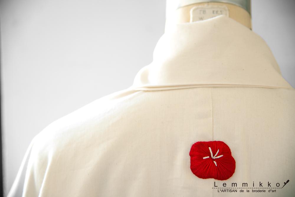 白無垢に家紋の刺繍
