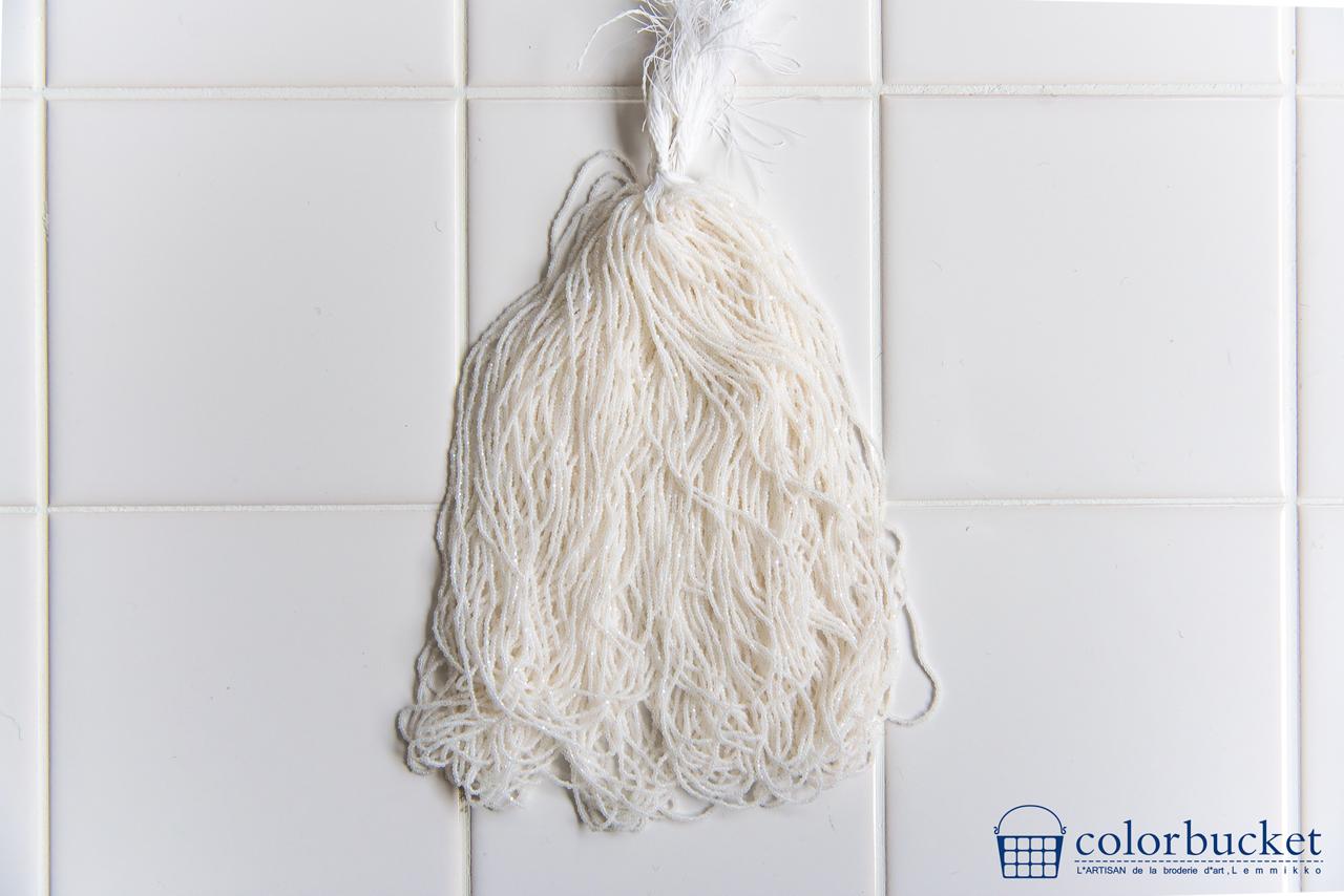 珍しい糸通しのシャーロットビーズ