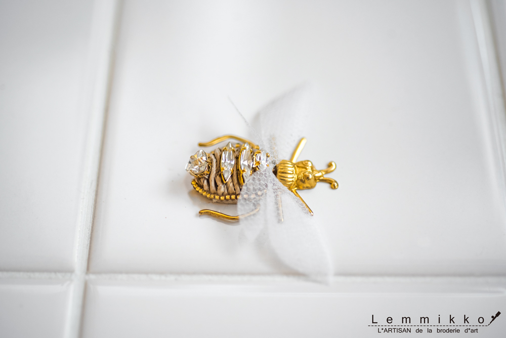 虫のブローチ刺繍