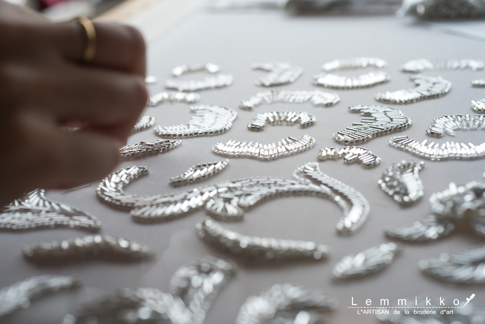 ビーズ刺繍の葉
