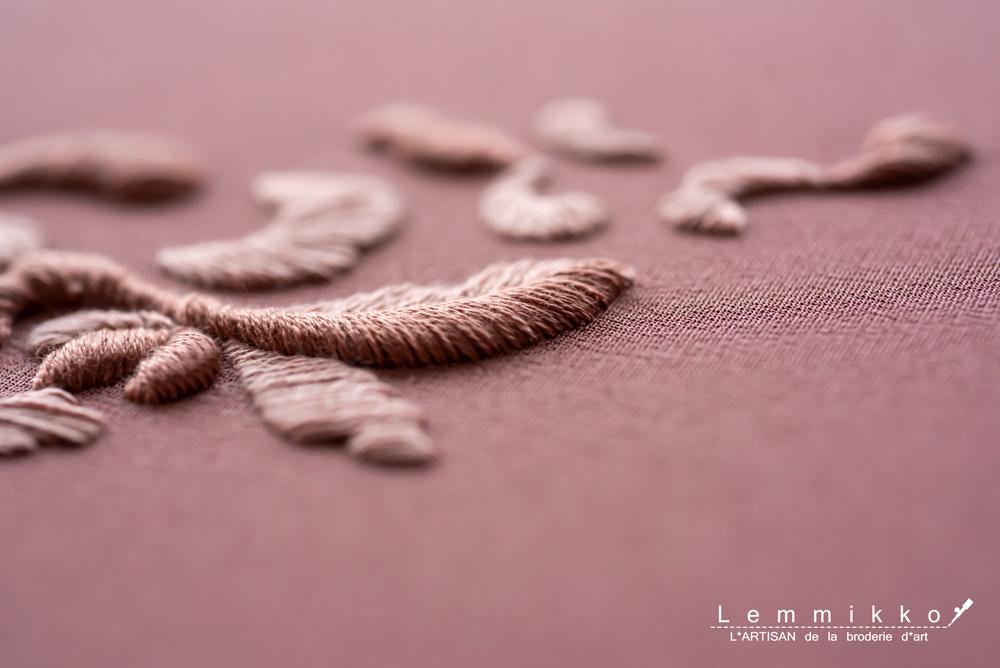 シンプルで立体的な糸刺繍