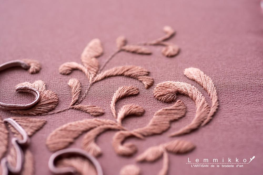 シンプルで繊細な糸刺繍