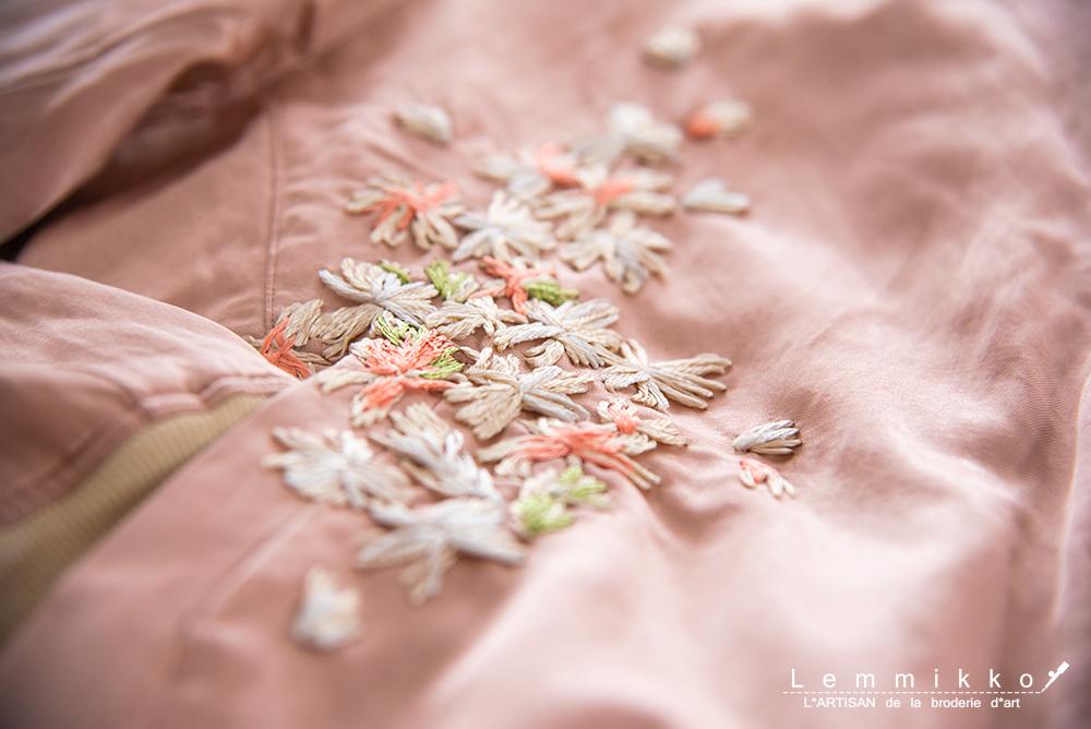 スタジャンのおしゃれなお花の刺繍