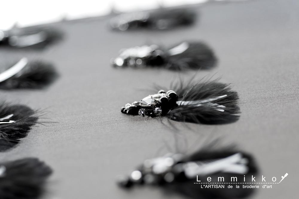 黒い羽根の刺繍