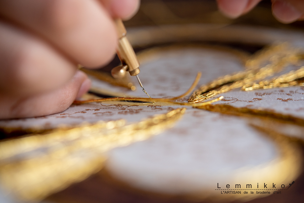 リュネビル刺繍の針先