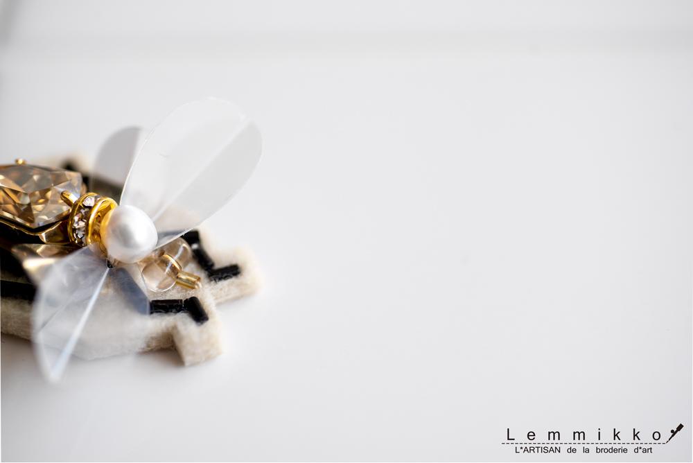 虫の刺繍のアクセサリー