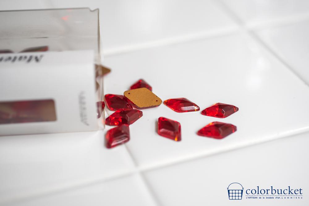 刺繍のパーツ材料赤いラインストーン