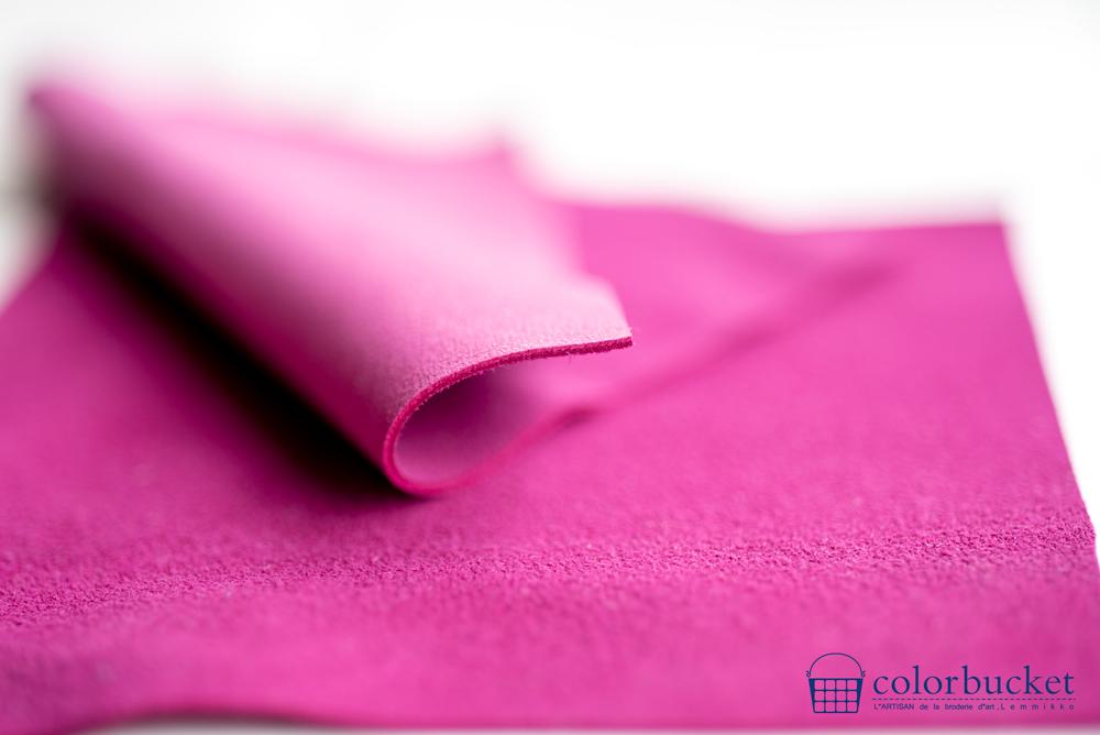 刺繍の素材のピンクの革