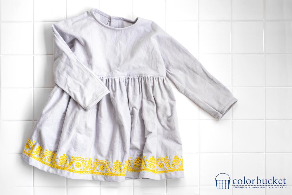 チェーンステッチ刺繍の子供服