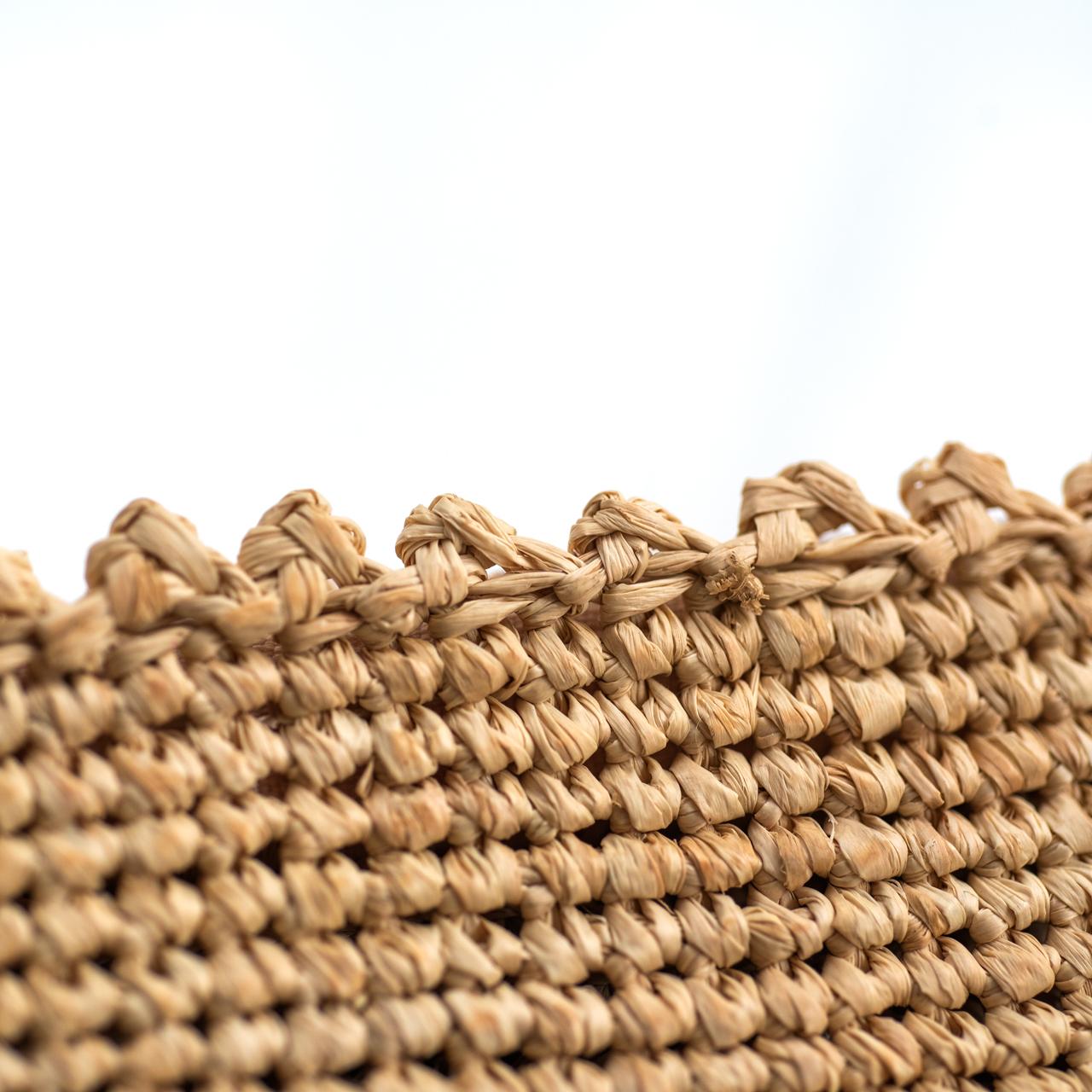 ラフィアのポーチ刺繍