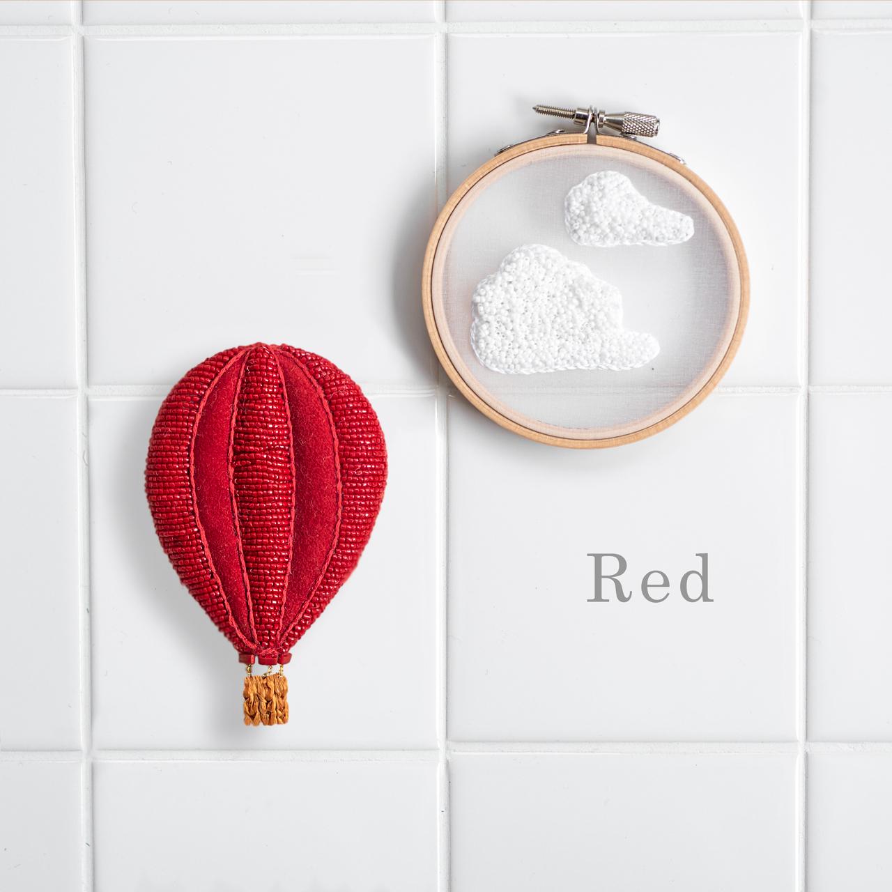 気球の刺繍の赤