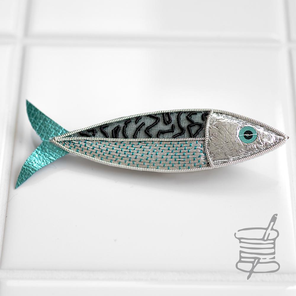 魚のブローチ-刺繍