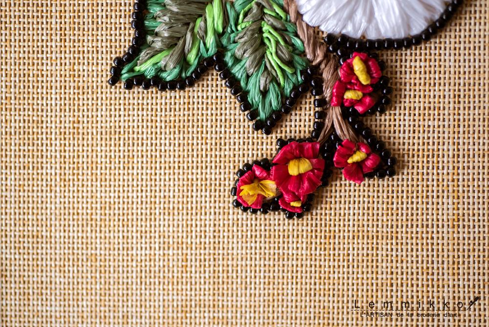 ラフィアの梅刺繍