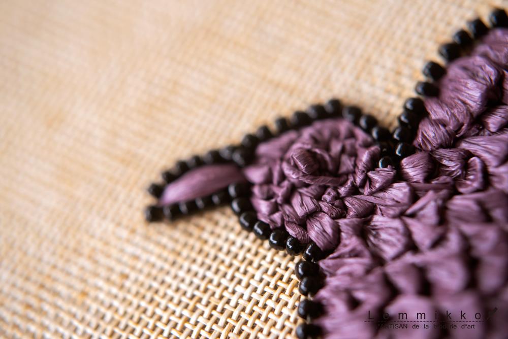 ラフィアのトリの刺繍