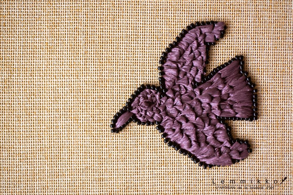 ラフィアの鳥の刺繍