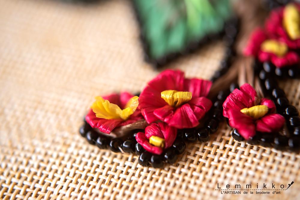 ラフィアの梅の刺繍