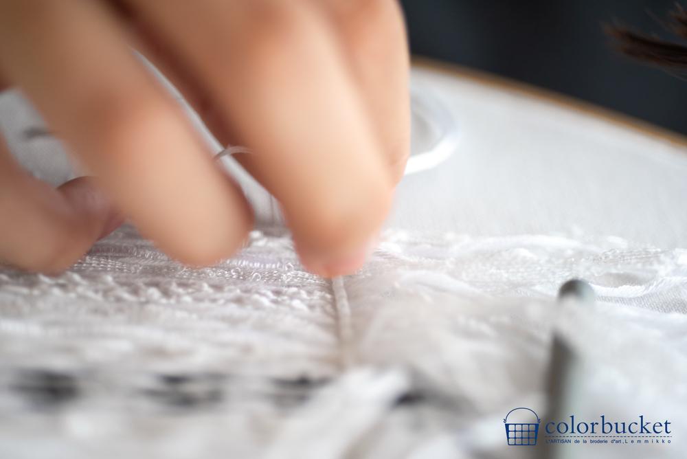 ツイードの白刺繍