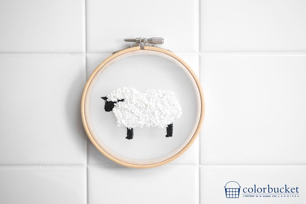 羊のビーズ刺繍