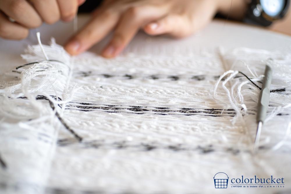 ツイード刺繍の白