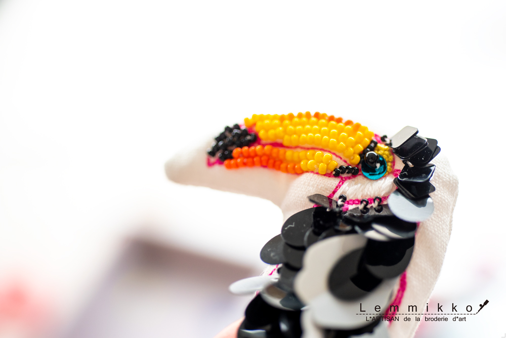 かわいい鳥の刺繍のブローチ