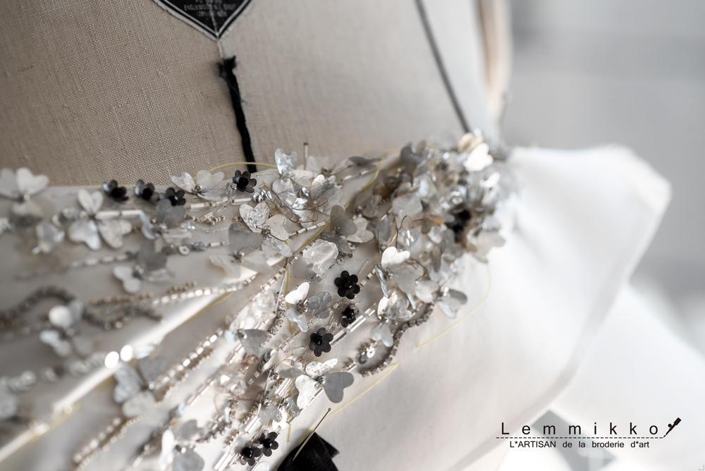 身頃のドレスのオートクチュール刺繍