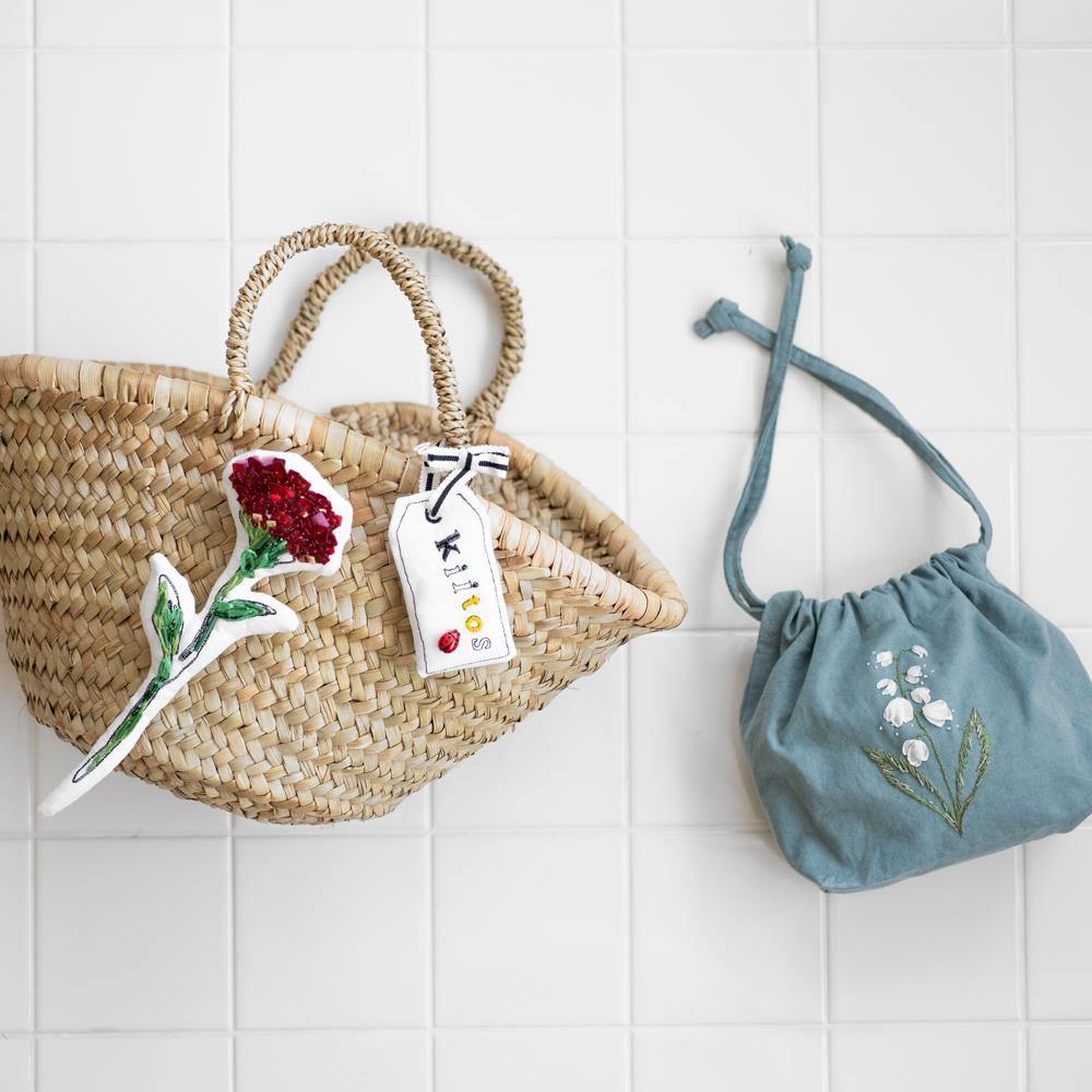 夏のバッグに刺繍