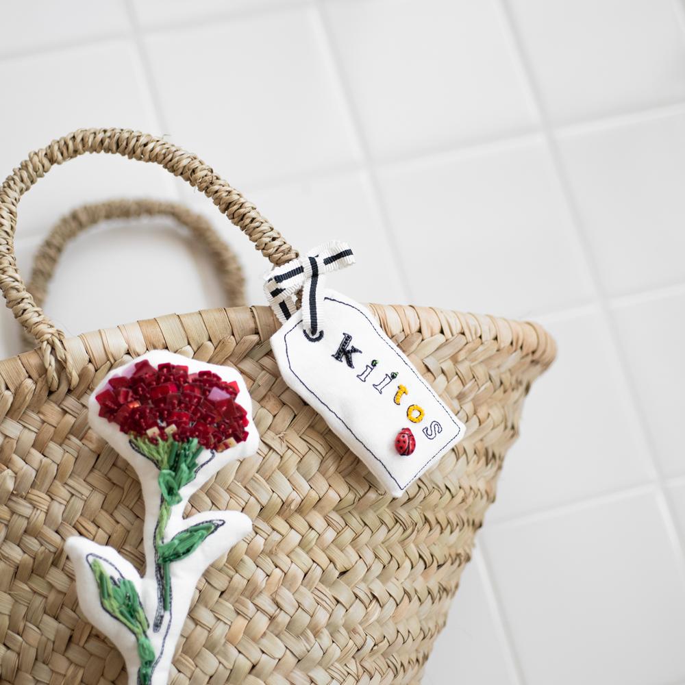 夏の籠バッグにセンスのいい刺繍