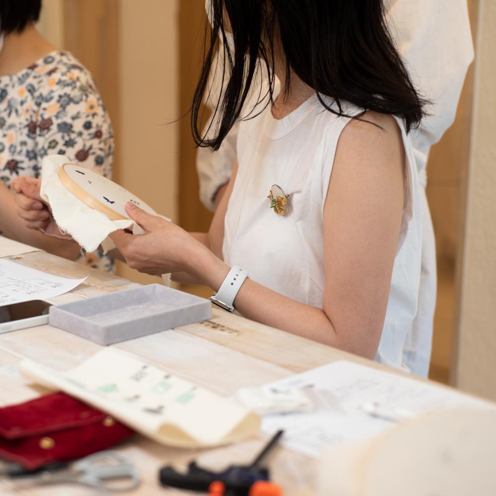 刺繍のアクセサリーのワークショップ